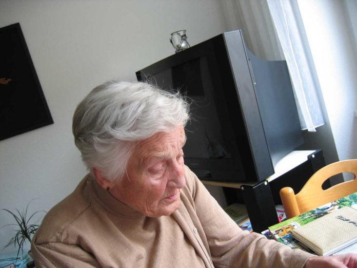 Praca w charakterze opiekuna osób starszych